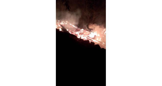 Kastamonu'da çıkan yangında üç samanlık kullanılamaz hale geldi