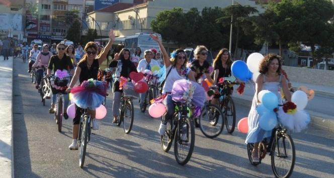 Biga'da Süslü Kadınlar Bisiklet Turu düzenlendi