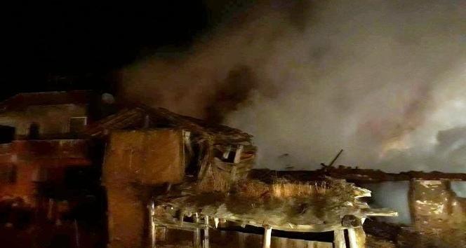 Bayat'ta yangın 4 ev kül oldu