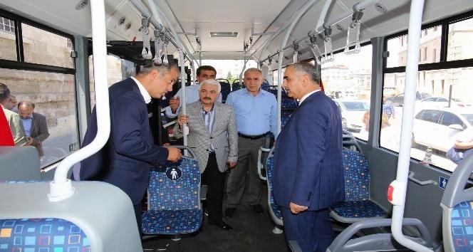 Halk otobüslerinin rengi kırmızı-beyaz olacak
