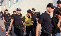 15 kişilik minibüsten 25 kaçak göçmen çıktı
