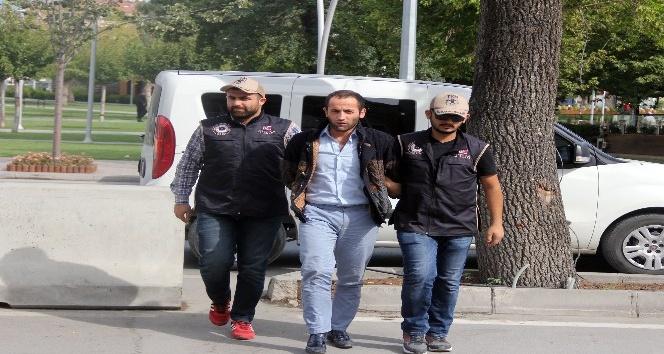 Terör örgütünün propagandasını yapan asker tutuklandı