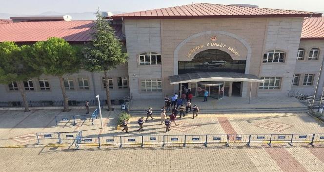 Acıpayam'da FETÖ operasyonu: 8 tutuklama