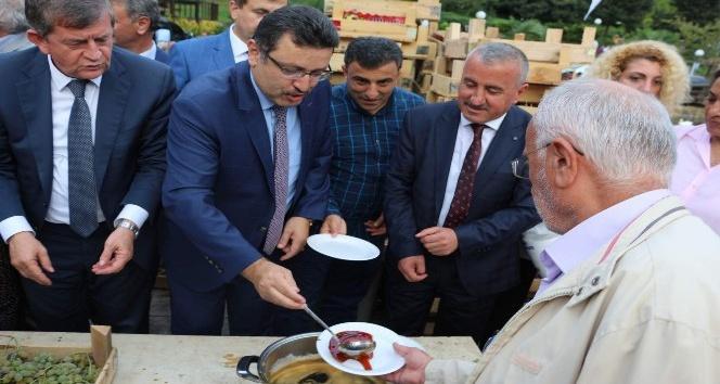 Trabzon'da bedava üzün izdihamı