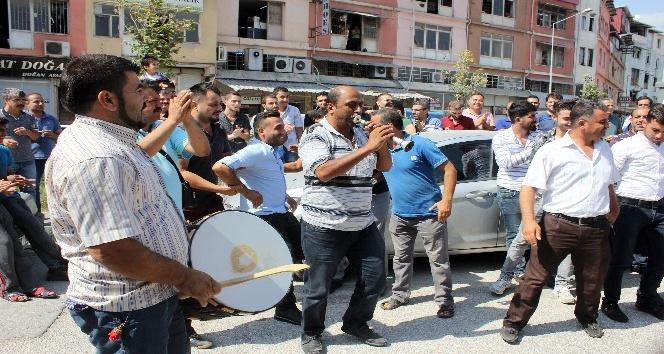 Ayakkabı işçileri davul zurnalı eylem yaptı