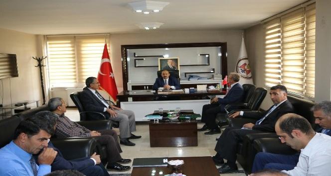 Vali Ustaoğlu, belediye personeliyle bir araya geldi