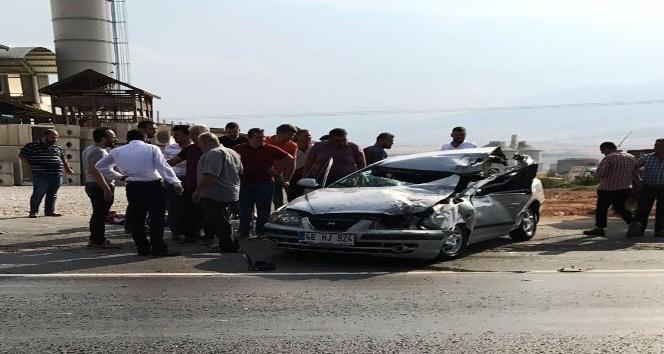 Odun yüklü kamyona otomobiliyle arkadan çarpan sürücü öldü