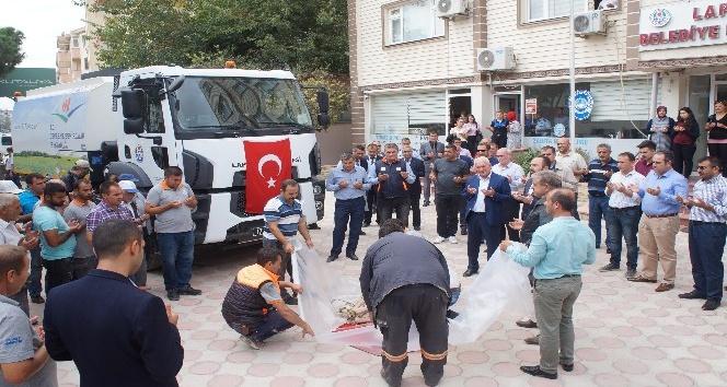 Lapseki Belediyesi yol süpürme aracını hizmete soktu
