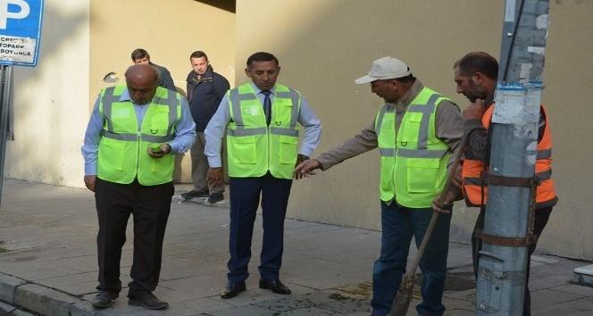 Başkan Köksoy, günün ilk ışıklarıyla temizlik çalışmalarını denetledi