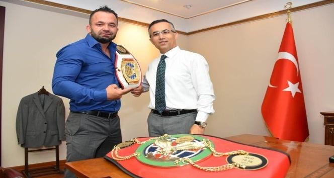 Muay Thai Şampiyonundan Vali Çeber'e ziyaret