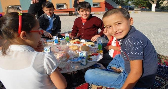Burdur'da çocuklara kahvaltının önemi uygulamalı anlatıldı