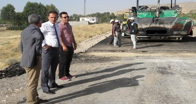 Adilcevaz'da köy yollarına sıcak asfalt
