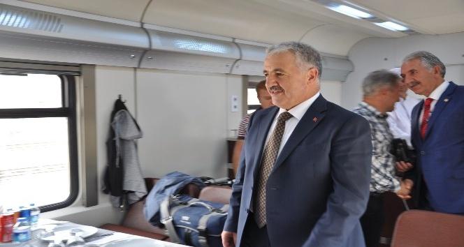 BTK Demiryolu Hattı'nda Tiflis'ten Kars'a ilk tren geldi