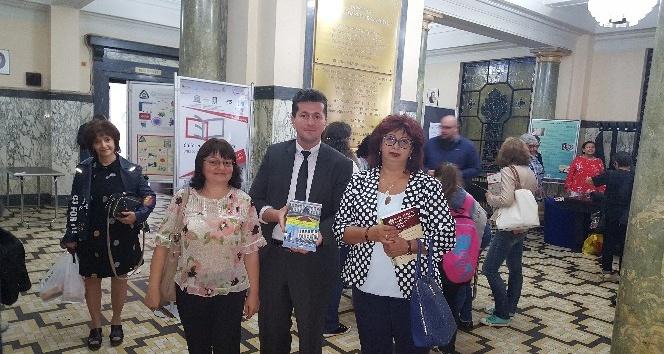 Türk akademisyen yeni kitabını Bulgaristan'da tanıttı
