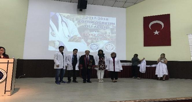 Tıp Öğrencilerine Beyaz Önlük Giydirme Töreni Yapıldı