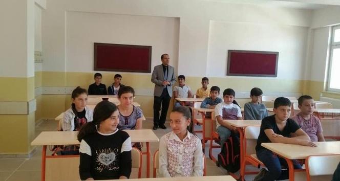 Milli Eğitim Müdürü Kaya okulları gezdi