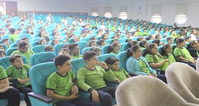 Kızılay tarafından Kardelen Koleji'nde seminer verildi