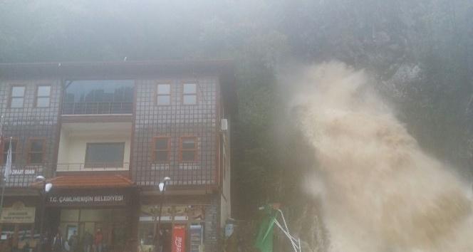 Rize'de şiddetli yağış: 1 ölü, 1 yaralı