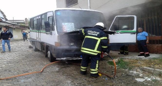 Yolcu minibüsünde yangın çıktı