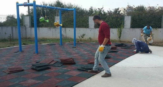 Akçakoca Belediyesi Anaokulu bahçesine kauçuk zemin