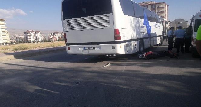Elekrtikli bisikletle otobüs çarpıştı:1 yaralı