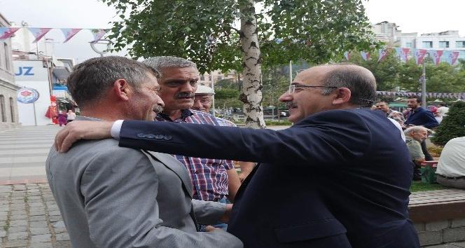 Başkan Gümrükçüoğlu halkı dinliyor