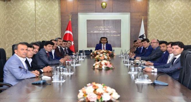 Vali Güzeloğlu, TİOSB müteşebbis heyeti ve yönetim kurulu toplantısına başkanlık yaptı