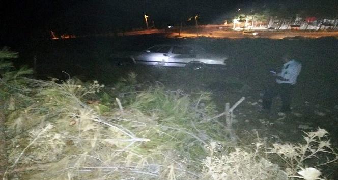 Polisten kaçan otomobil şarampole uçtu