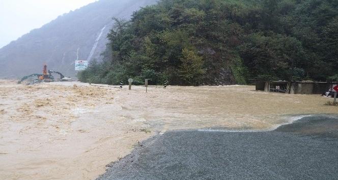 Rize Valisi Erdoğan Bektaş yaşanan sel ve heyelanlarla ilgili açıklama yaptı