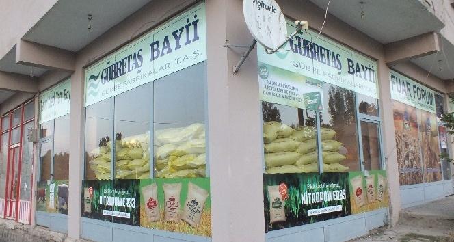 Malazgirt'te tarım üreticileri, TKK yemlerini ve gübrelerini tercih ediyor