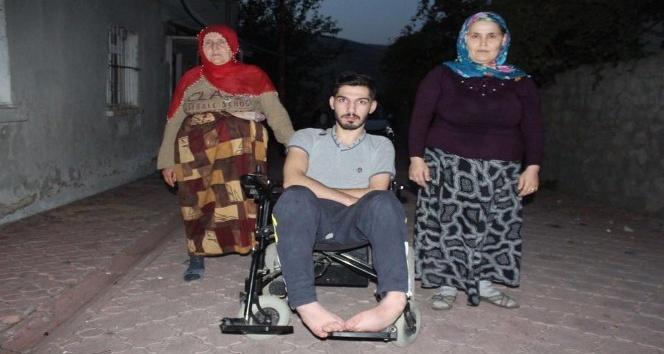10 yıldır tekerlekli sandalyeye mahkum yaşayan genç yardım bekliyor
