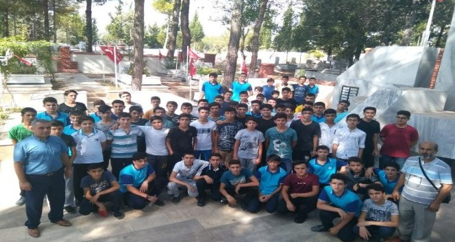 15 Temmuz şehitleri, Osmaniye'de İmam Hatip Lisesi öğrencileri tarafından anıldı