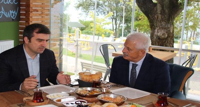 Başkan Yemenici itfaiye personeliyle bir araya geldi