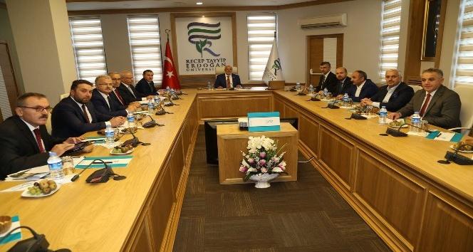 Gençlik ve Spor Bakanı Osman Aşkın Bak, Recep Tayyip Erdoğan Üniversitesi Vakfı Mütevelli Heyet toplantısına katıldı