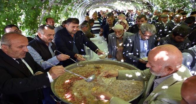 Taşköprü Belediyesi'nden 3 bin kişiye aşure ikramı