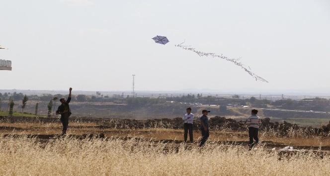 Diyarbakır'da bin 200 çocuk uçurtma uçurdu
