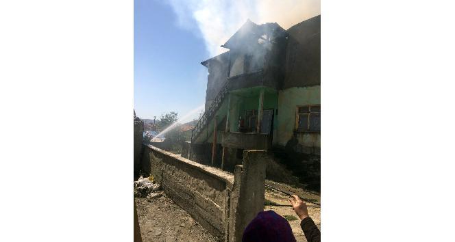 Öldürdüğü kadının kaynanasını da yaralayarak evi ateşe verdi