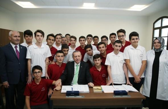 Cumhurbaşkanı Erdoğan imam hatipli öğrencilere seslendi