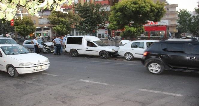 Zincirleme trafik kazası: 2 yaralı