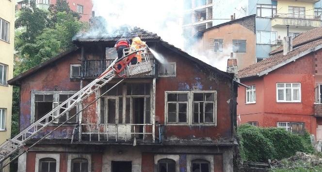 3 katlı metruk binada yangın