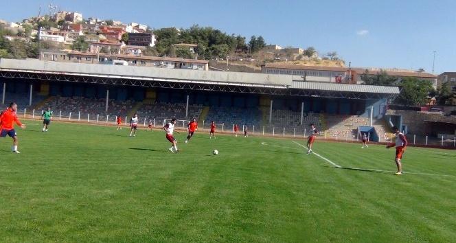 Türkiye liglerinde geçen senenin namağlup takım sahipsizlikten yakınıyor