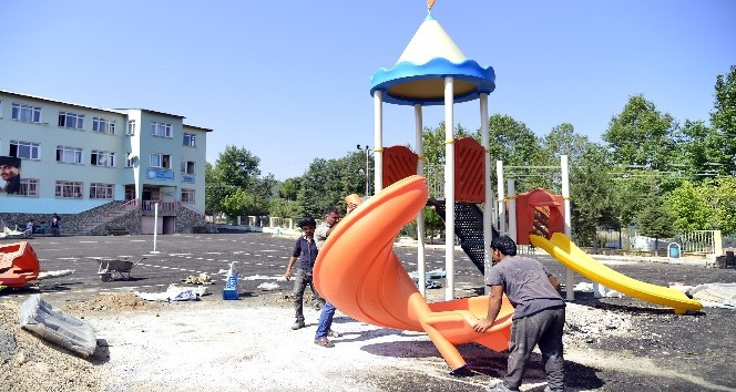 Büyükşehir Belediyesi, çocuk oyun parkları ve spor alanları oluşturmaya başladı
