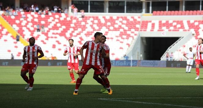 Süper Lig: D.G. Sivasspor: 3 - Antalyaspor: 0 (İlk yarı)