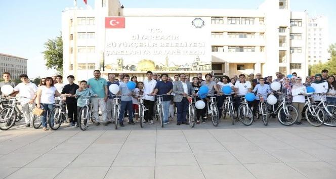 Başkan Atilla, başarılı öğrencilere bisiklet hediye etti