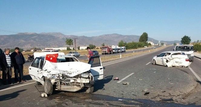 Amasya'da otomobiller çarpıştı: 1 ölü, 2 yaralı