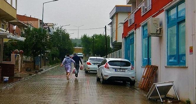 Tekirdağ'da sağanak yağış sürüyor