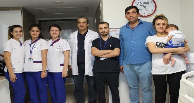 Gaziantep'te yemek borusu olmayan bebeğin midesi yukarı çekildi