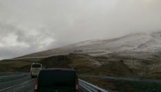 Ardahanın yüksek kesimlerine kar yağdı