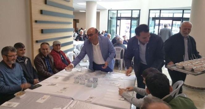 Altınova'da vatandaşlara aşure dağıtıldı