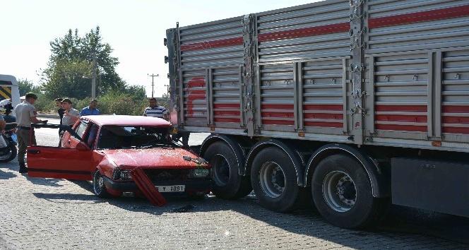 Polisten kaçan sürücü kamyonun altına girdi